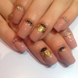 Gold nails photo