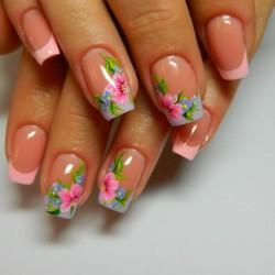 French manicure photo