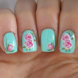 Nails with roses photo
