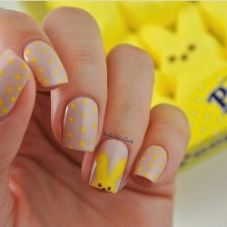 Grey and yellow nails photo