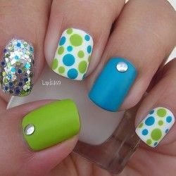 Colorful nails photo
