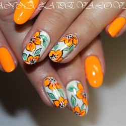 Floral nails photo