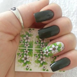 8 of March nails photo