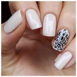 Natural shades nails photo