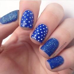 Blue shellac nails photo