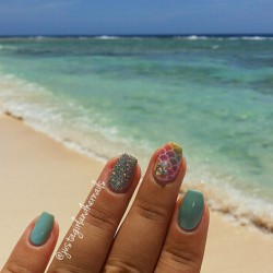 Summer nails shellac photo