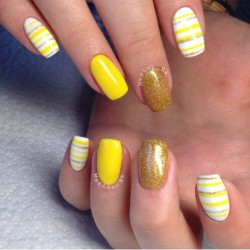 Gold and yellow nails photo