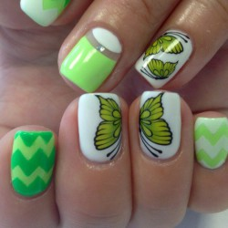 White and lime nails photo