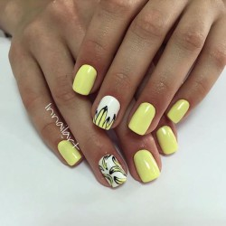 Yellow and white nails photo