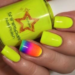 Bright green nails photo