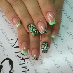 Green and black nails photo