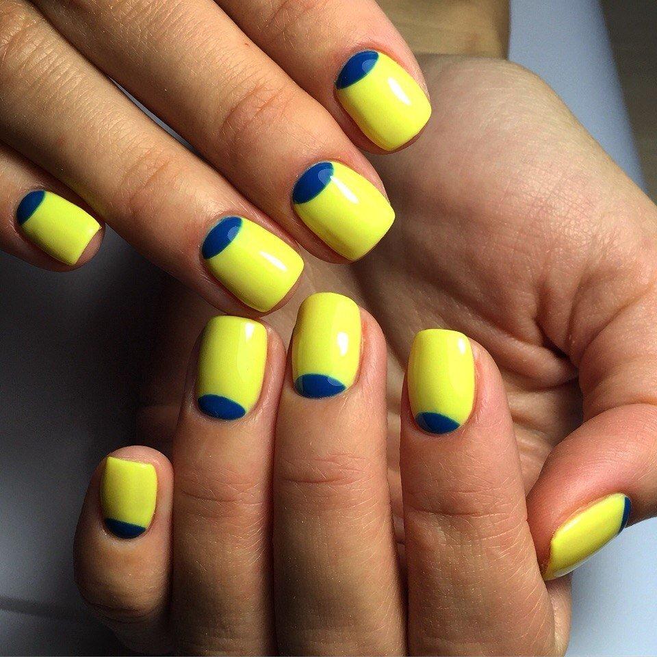 Желто голубой дизайн ногтей