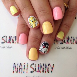Cartoon nails photo