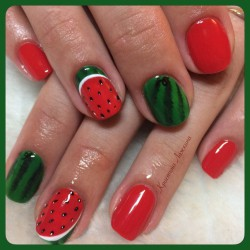 Red and green nails photo