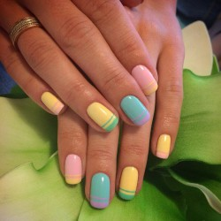 Color french manicure photo