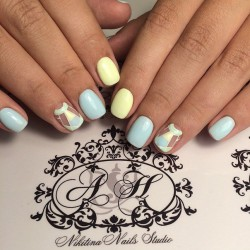 Blue and yellow nails photo