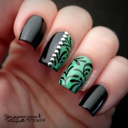 Green and black nails photo