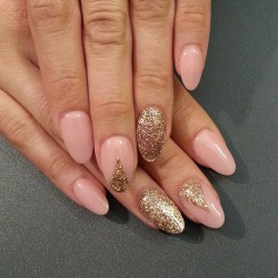 Nailswith gold sequins photo