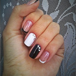 Black and white French manicure photo