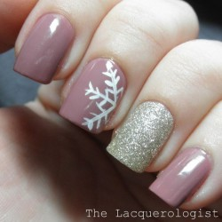 Delicate christmas nails photo