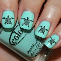Nails under turquoise dress photo