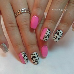 Leopard nails photo