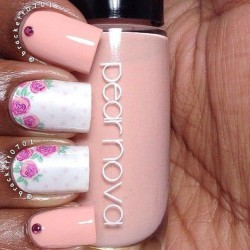 White and pink nails photo