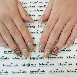 Leopard gel polish photo