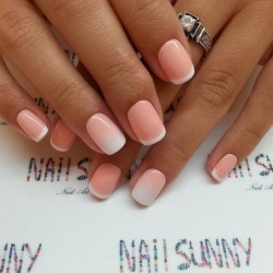 Gradient french manicure photo