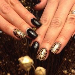 Black and gold nails photo