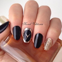 Black nails with gold photo