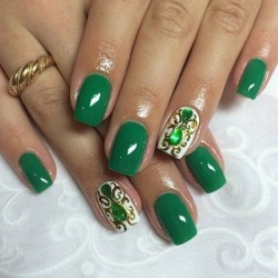 Emerald nails photo