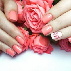 Bright gel polish photo