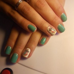 Green and white nails photo