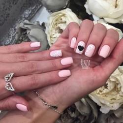 Pale nails 2016 photo