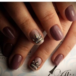 Manicure brown gel varnish photo