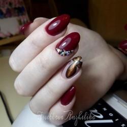 Maroon nails photo