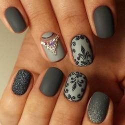 Olive nails photo