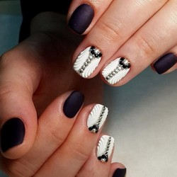 Black and white nails photo