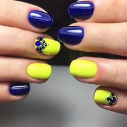 Two-colored bright nails photo