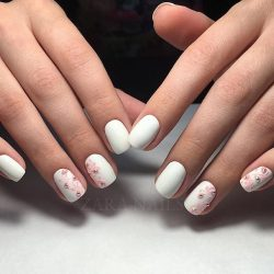 Gentle white nails photo