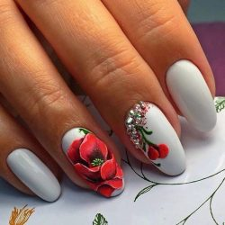 Nails withpoppies photo