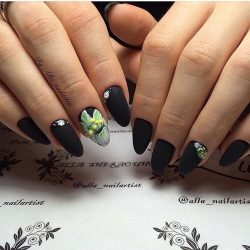 Lily nails photo