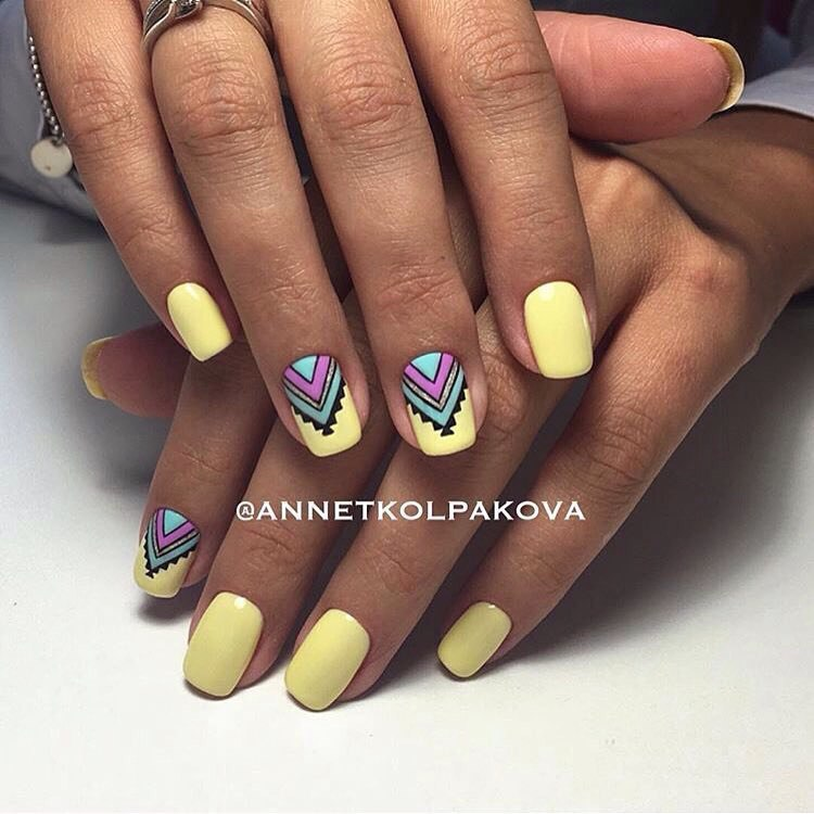 Дизайн нарощенных ногтей миндалевидной формы