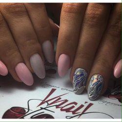 Almond-shaped nails photo