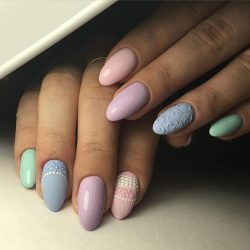 Light summer nails photo