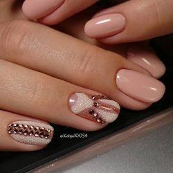 Beige dress nails photo