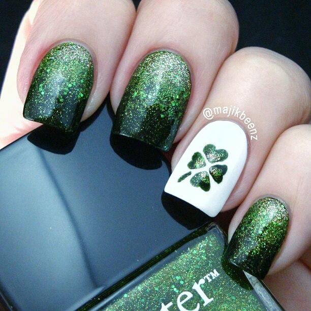 Dark autumn nails