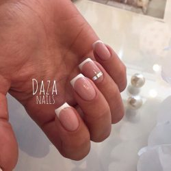 Gel french manicure photo