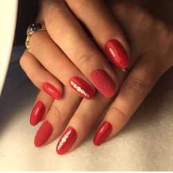 Classic red nails photo